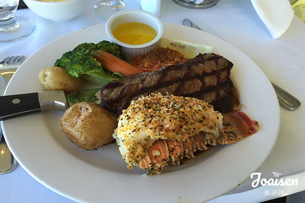 Skylon Tower用餐